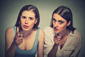 Å dømme eller å konstatere. Dømmer de deg? Eller bare konstaterer de noe?